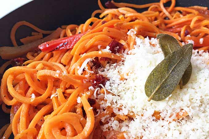 Spiralized Sweet Potato Noodles with Roasted Red Pepper and Sun-Dried Tomatoes | Foodal.com