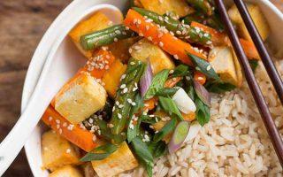 Stir-Fried Sriracha Tofu and Green Beans | Foodal.com