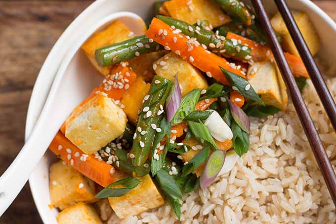 Stir-Fried Sriracha Tofu and Green Beans | Foodal.com