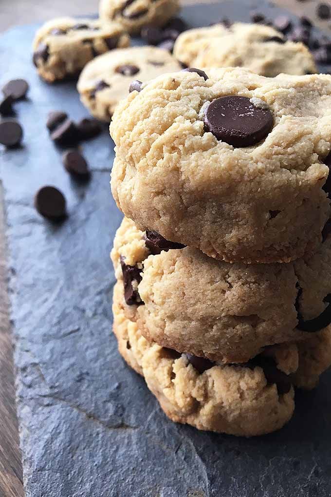 Going Paleo? Welcome these amazing grain-free chocolate chip cookies into your new clean eating diet! We share the recipe: https://foodal.com/recipes/desserts/grain-free-chocolate-chip-cookies/