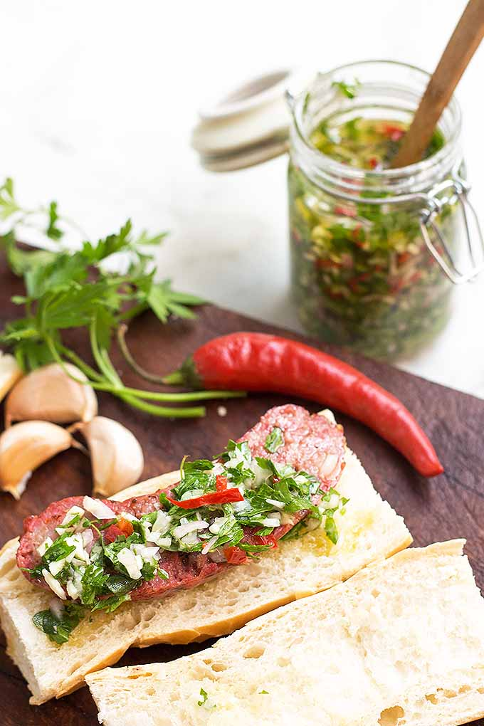 If you are a big fan of hot dogs, then you must try the choripan, the Argentine version of this tasty classic. We share the recipe: https://foodal.com/recipes/sandwiches/argentine-choripan-chimichurri/