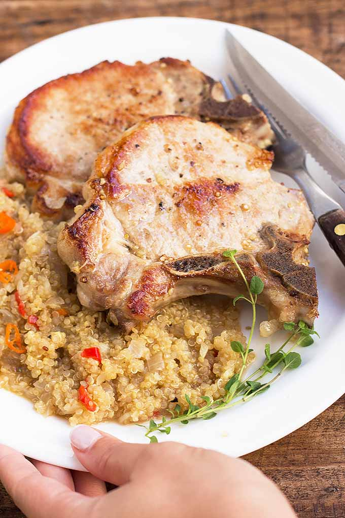 Need an easy meal with a meaty main? Make our skillet pork chops with quinoa - all of the ingredients are cooked in just one pan! Get this super easy recipe now: https://foodal.com/recipes/pork/skillet-pork-chops-quinoa/
