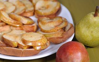 Maple Pear Crostini: A Quick and Easy Taste of Fall