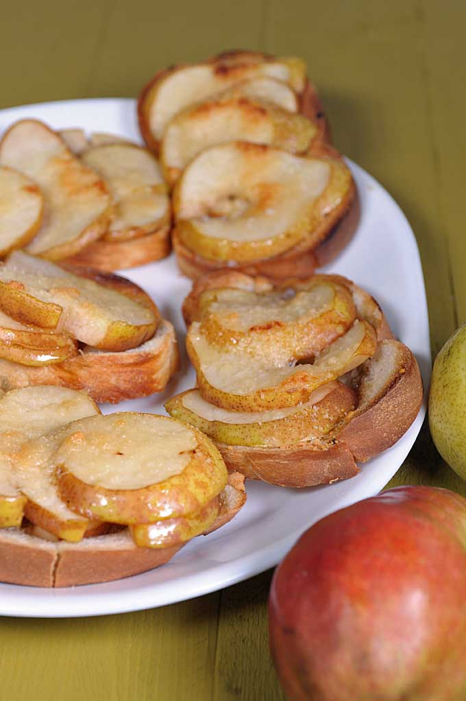 Do you have a love of bread, like your treats slight sweet (and definitely not overbearing), and love the tartness of pears? If so, this crostini recipe has just a touch of maple syrup. Get the details now at Fooda!