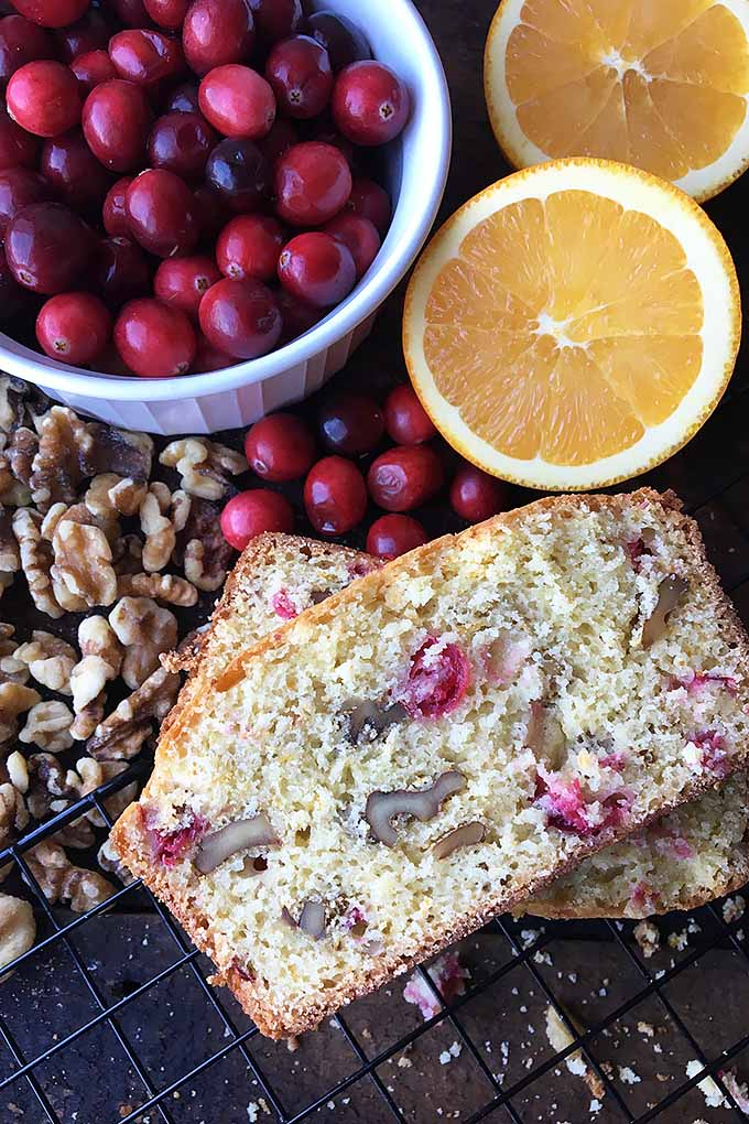 A delicious combination of sweet and tart, our fluffy orange cranberry nut bread is the perfect treat to give as gifts during the holiday season. We share the recipe: https://foodal.com/holidays/christmas/cranberry-nut-bread-perfect-fall-time-treat/