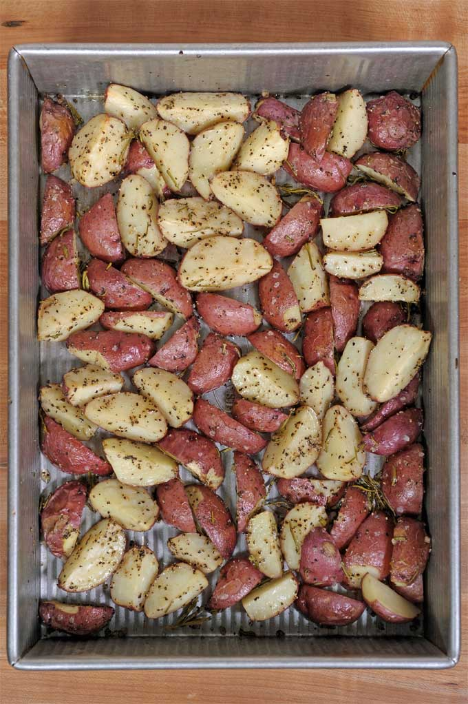 Do you need a quick and easy side dish? Check out these simple roasted rosemary red potatoes. They go great with fish, steak, lamb, pork and all kinds of protein.   Foodal