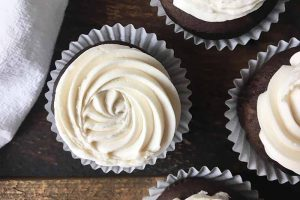 Sweet and Fluffy Vegan Vanilla Frosting: The Perfect Topping for All Your Non-Dairy Sweets