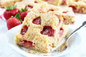 The Easiest Strawberry Cake Recipe You'll Ever Make