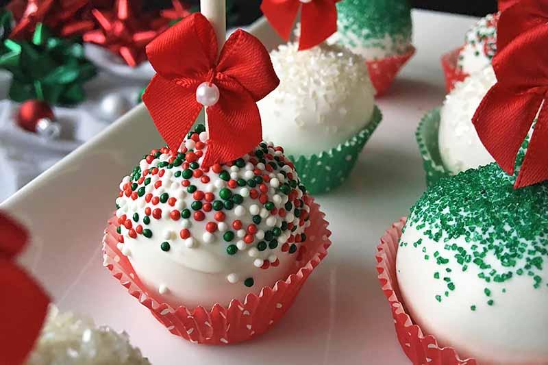 Christmas Cake Pops.Festive Christmas Cake Pops Recipe For The Holidays Foodal