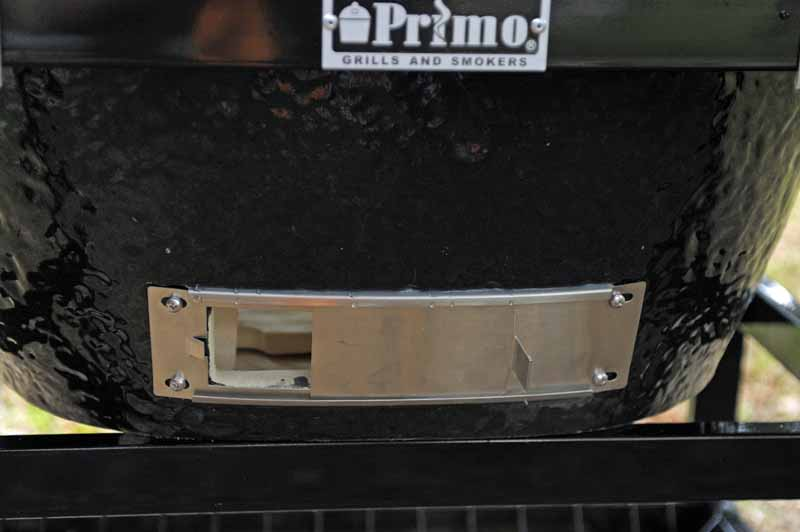 The stainless steel bottom vent on the Primo XL 400.