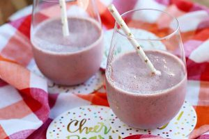 Start the New Year off on the Right Foot with a Pomegranate Banana Smoothie