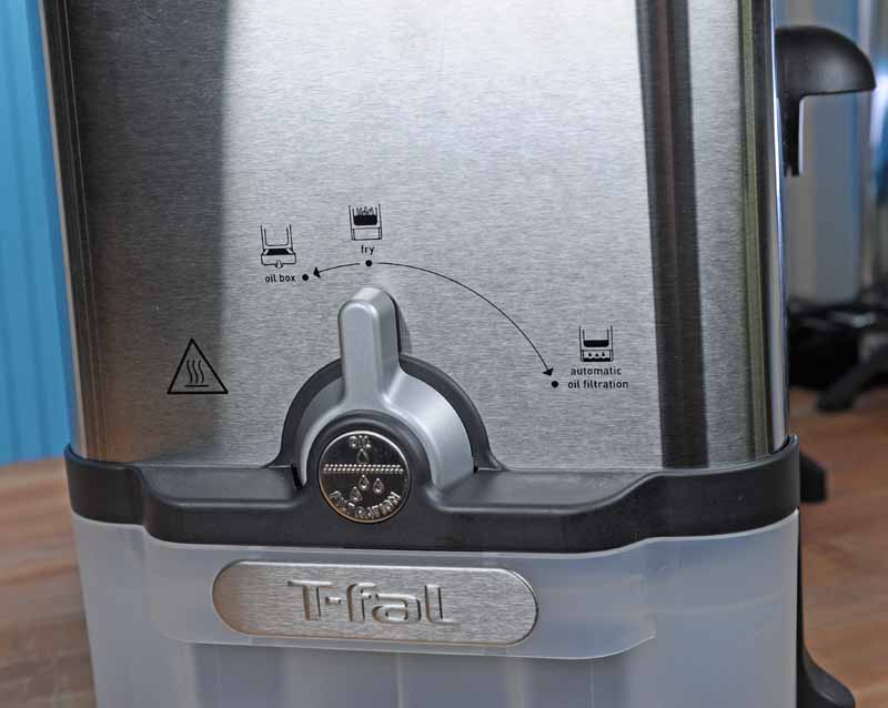 "Close up of the selector switch on the -Fal FR8000 EZ Clean set to ""Fry."""