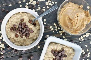 This Gluten-Free Peanut Butter Chocolate Chip Oatmeal Is Like Eating a Candy Bar for Breakfast