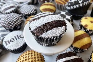 An Easy Frosting-Free Way to Decorate Cupcakes