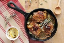 Chicken Thighs With Lemon Slices, Oregano, Garlic, and White Wine | Foodal.com
