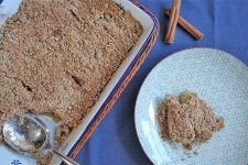 Easy homemade apple cinnamon fruit crumble for dessert. | Foodal.com