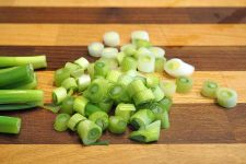 How to chop green onions | Foodal.com