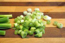 How to chop green onions   Foodal.com