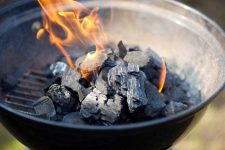 How to arrange your coals, gauge the heat, and control the temperature when grilling on a barbecue | Foodal.com