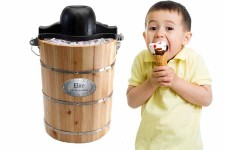 MaxiMatic EIM-506 Elite Gourmet 6-Quart Old-Fashioned Pine-Bucket Electric-Manual Ice-Cream Maker Review | Foodal.com