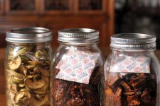 Dried Fruit in Jars with Oxygen Absorbers | Foodal.com