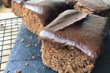 Old-Fashioned Chocolate Fudge Frosting Recipe | Foodal.com
