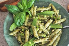 Pesto Pasta Salad with Peas | Foodal.com