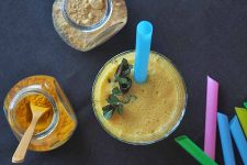 This pineapple coconut smoothie is dairy-free, nut-free, and totally delicious! | Foodal.com