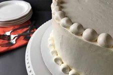 A beautiful cake decorated with vanilla Swiss meringue buttercream | Foodal.com