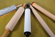 5 different kinds of rolling pins on greed wooden table top | Foodal