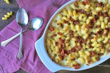 The Cheesiest Macaroni and Cheese with Crispy Bacon | Foodal.com