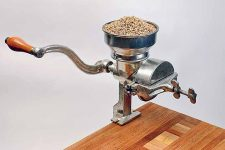 The Complete Countertop Grain Mills Buying Guide | Foodal.com