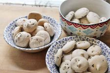These aquafaba chocolate chip meringue cookies are the perfect anytime treat. Made without any eggs, they're great for vegans and allergy-sufferers alike.