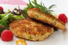 Western Crab Cakes With Lemon Aioli | Foodal.com