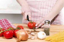 Chopping Veggies for Dinner | Foodal.com