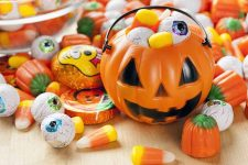 A History of Popular Halloween Foods and Traditions | Foodal.com