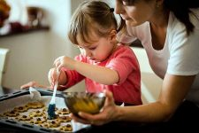 Tips for Cooking with Kids at the Holidays | Foodal.com